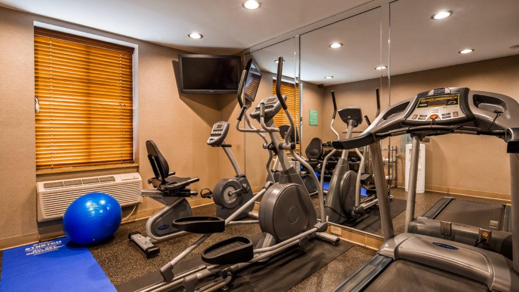 Best Western JFK Airport Hotel fitness room