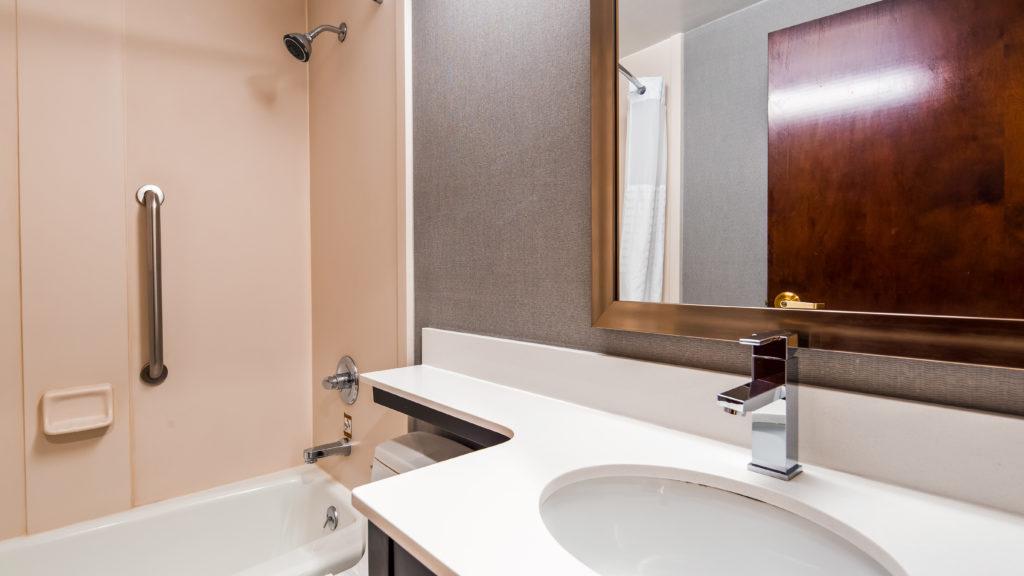 Best Western JFK Airport Hotel bathroom