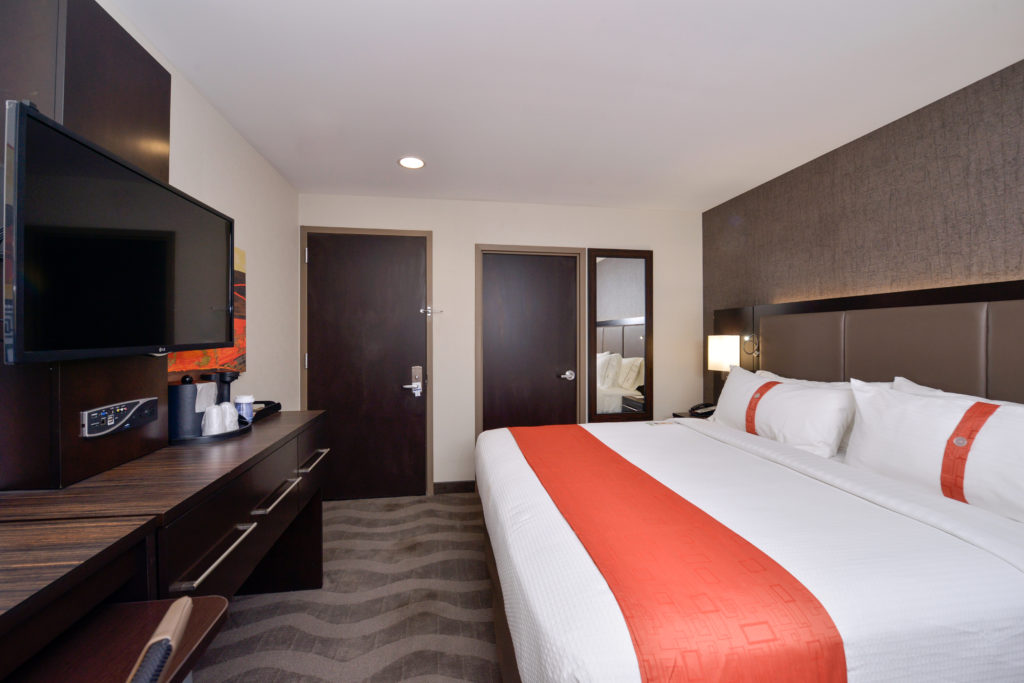 Holiday Inn New York JFK Airport Area guest room