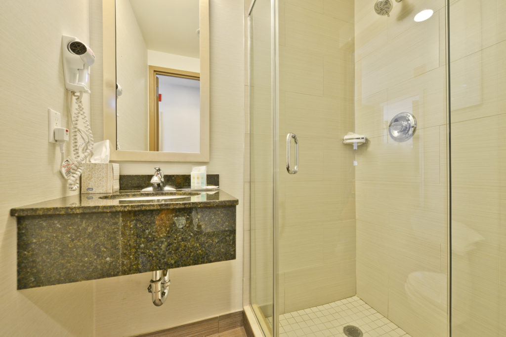 Comfort Inn Midtown West guest room with shower