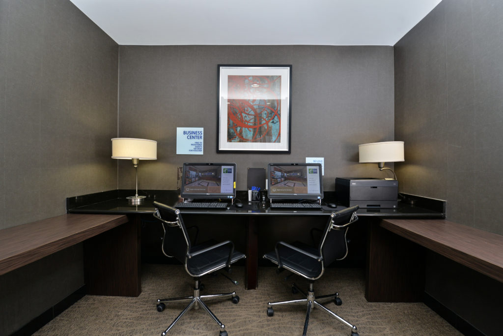 Holiday Inn Express New York JFK Airport Area business center