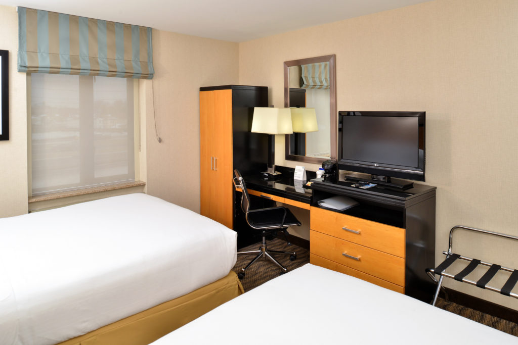 Holiday Inn Express New York JFK Airport Area guest room