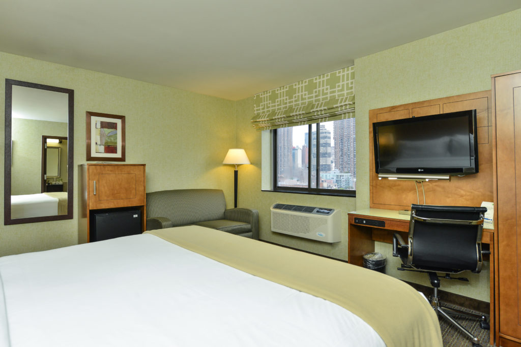 Holiday Inn Express Manhattan Midtown West guest room