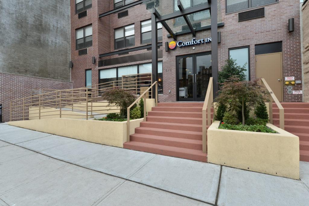 Comfort Inn Midtown West exterior entrance daytime