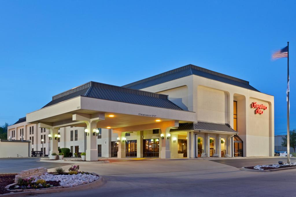 Hampton Inn Joplin exterior evening