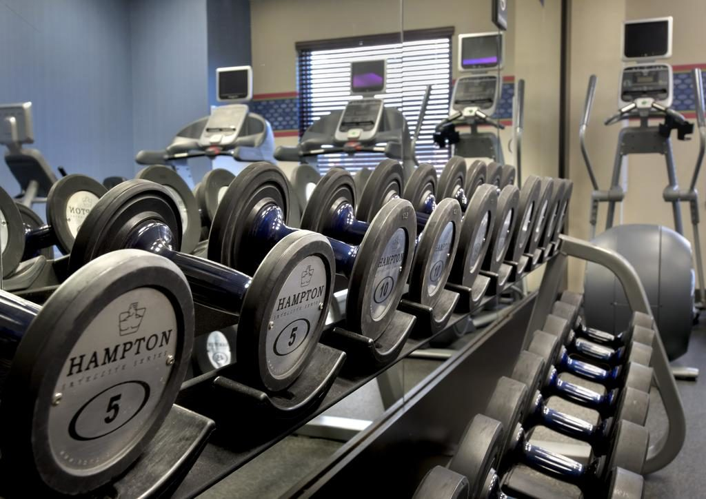 Hampton Inn NY-JFK fitness center