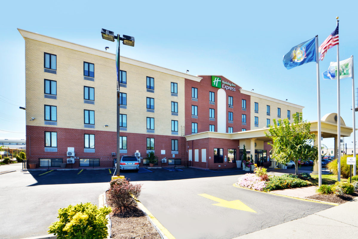Holiday Inn Express New York JFK Airport Area exterior daytime