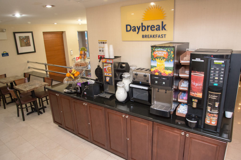 Days Inn by Wyndham Jamaica/JFK Airport Daybreak breakfast bar