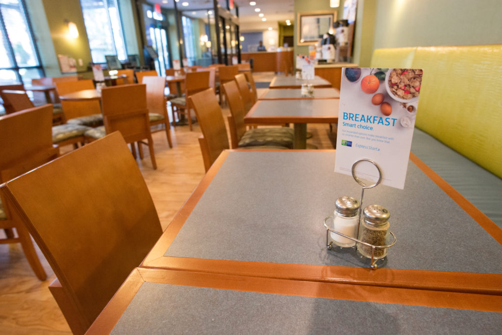 Holiday Inn Express Manhattan Midtown West breakfast seating