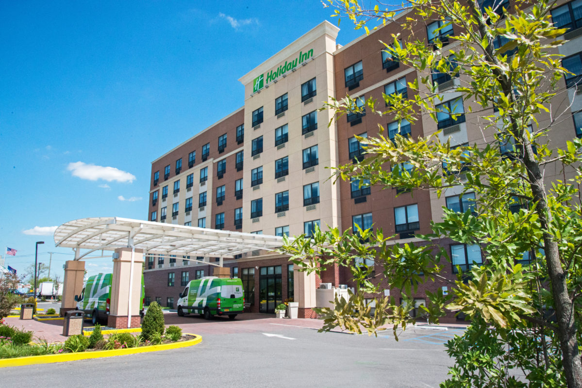 Holiday Inn New York JFK Airport Area exterior and front entrance