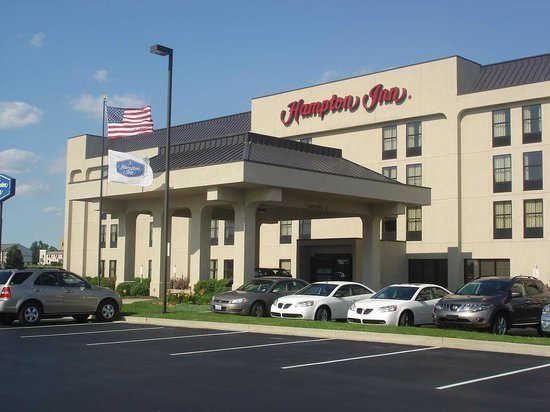 Hampton Inn Anderson Indiana exterior day