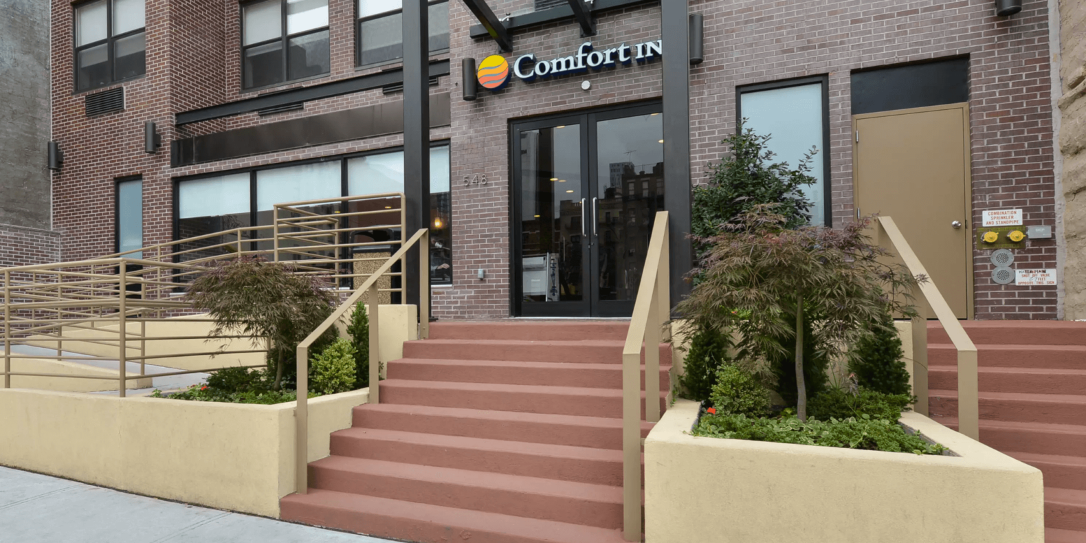 Comfort Inn Midtown West exterior entrance daytime