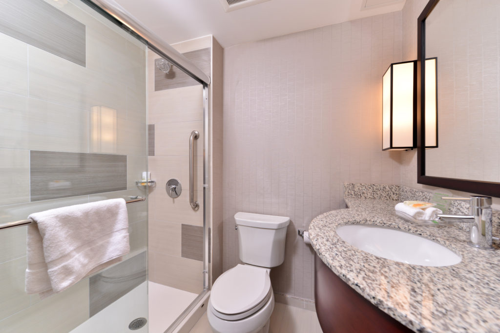 Holiday Inn New York City – Times Square bathroom