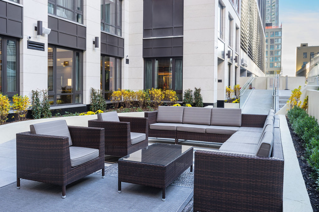 Fairfield Inn & Suites New York Manhattan/Central Park outdoor seating
