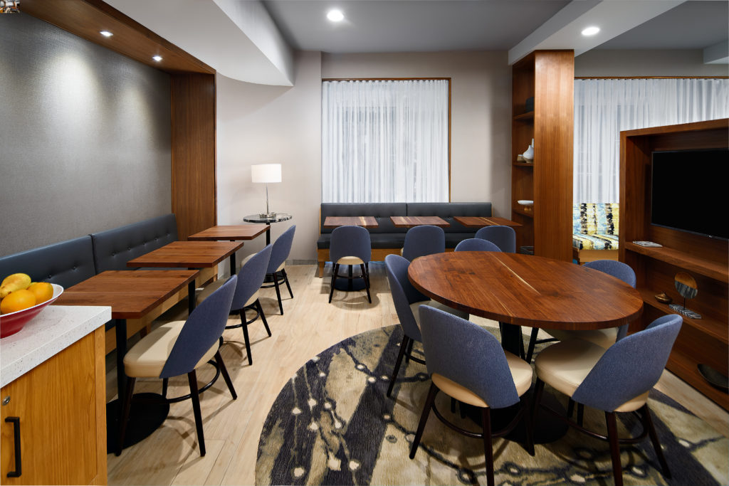 TownePlace Suites New York Manhattan/Times Square breakfast seating