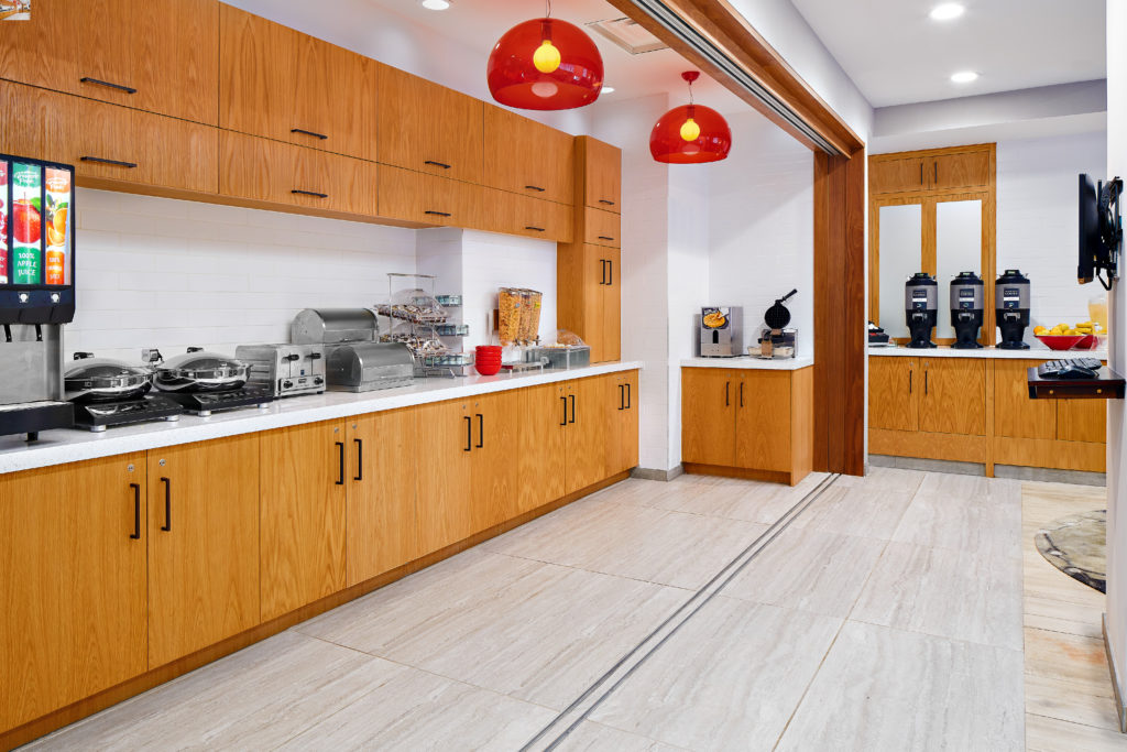 TownePlace Suites New York Manhattan/Times Square breakfast bar